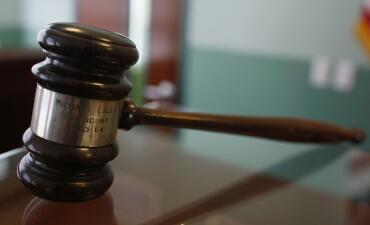 Detalles sobre el caso del hombre de California sentenciado a 230 años de cárcel por violar por años a la hija de su novia (fotos)