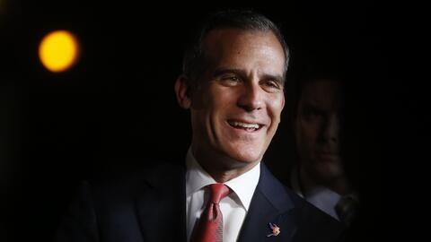"""""""Este año es crítico en la historia de EEUU, necesitamos el voto latino"""": alcalde de Los Ángeles"""