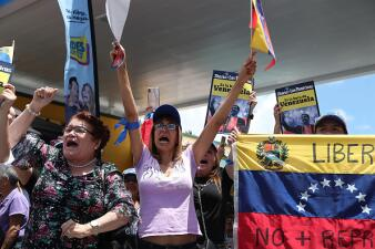 """Venezolanos en Doral se concentran para celebrar el """"cese de la usurpación"""" anunciado por Guaidó"""