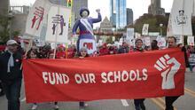 Las propuestas no han sido suficientes y la multitudinaria huelga de maestros en Chicago entra en su segundo día
