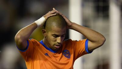 Valencia suspende al argelino Feghouli por indisciplina
