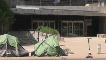 Autoridades de Austin comienzan a retirar las casas de campaña de las áreas públicas