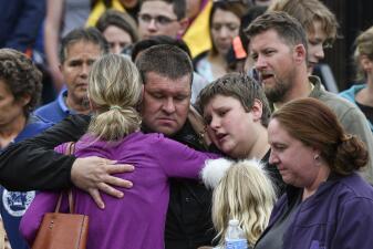 Dos armas, una menor y la búsqueda de un motivo: lo que sabemos del tiroteo de Colorado (fotos)