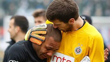 Futbolista abandona el campo entre lágrimas tras recibir insultos racistas