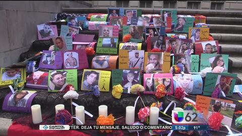 Miembros de la Universidad de Texas recuerdan a las víctimas de la masacre en Orlando, Florida
