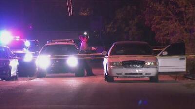 Tres hombres resultan heridos de bala tras ser atacados desde un auto en movimiento