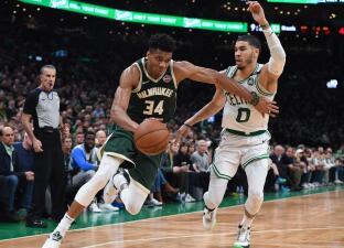 En fotos: Giannis y los Bucks se abren camino en el Este con triunfo en Boston