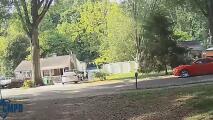 Detonan más de 50 disparos contra casa en Charlotte en presencia de niños