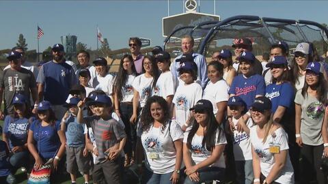 Después de un tratamiento en el hospital, 50 niños fueron premiados con una invitación de los Dodgers