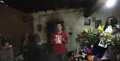 Detienen en México a dos investigadores federales del caso Ayotzinapa