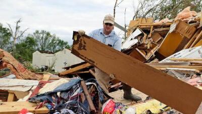 Ocho muertos y decenas de heridos dejan los poderosos tornados e inundaciones en Texas y Mississippi
