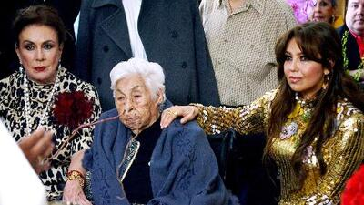 """""""¿Por qué estás tan encuerada?"""", así recibió Doña Eva a su nieta Thalía en la fiesta por sus 100 años"""