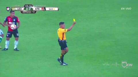 Tarjeta amarilla. El árbitro amonesta a Joel Campbell de León