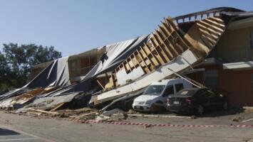 """""""Es triste que la gente pierda todo"""": habitantes de Arlington lamentan daños en sus viviendas tras paso de tornado"""