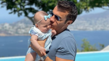Adrián Uribe muestra su lado paternal al bañar a su hija Emily de esta tierna manera