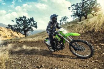 Detalles de la Kawasaki KLX250S 2018 en imágenes