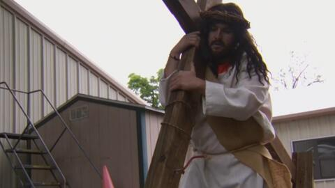 Decenas de feligreses católicos en Dallas se preparan para la recreación del Viacrucis este Viernes Santo