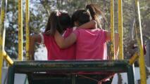 """""""Les dan dignidad"""": supervisora del condado de Los Ángeles sobre trato a menores en la frontera en la era Biden"""