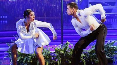 Pedro Moreno demuestra que hasta debajo de la lluvia es un experimentado bailarín