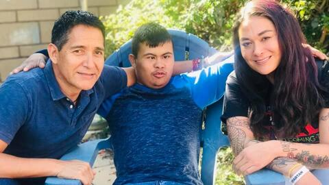 Así es la nueva vida de Javi, un adolescente con síndrome de Down que hizo parte de la caravana migrante