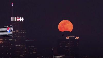 La superluna de nieve desde el cielo de Los Ángeles