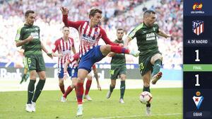 Un impreciso Atlético empata en casa con el Eibar en el último suspiro del partido