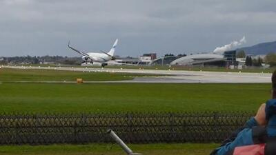 En video: Así abortó el aterrizaje un avión golpeado por vientos cruzados
