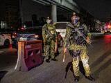 Un hombre muere tras ser obligado a hacer 300 sentadillas por violar el toque de queda por covid-19