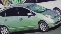 Buscan al conductor de este auto que se dio a la fuga después de atropellar a un peatón en Los Ángeles