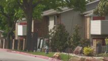 Algunos habitantes en Irving siguen con daños en sus viviendas tras dos meses del paso de la tormenta invernal
