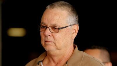 Sale libre bajo fianza el expolicía acusado de negligencia en la masacre de Parkland