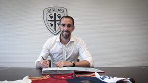Cagliari hace oficial el fichaje de Diego Godín