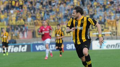 Forlán se estrena como goleador de Peñarol en empate de Liga a puerta cerrada