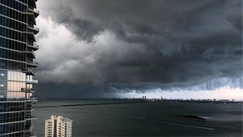 Granizo y fuertes ráfagas de viento, los estragos de las lluvias de este martes en el sur de Florida
