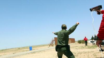 Se buscan agentes fronterizos: esto nos encontramos en la academia donde los entrenan