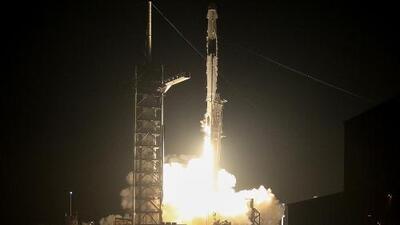 Mira el momento en que la cápsula de SpaceX se acopla con éxito a la Estación Espacial Internacional por primera vez