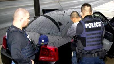 Al menos 700 inmigrantes han sido arrestados en redadas por agentes de ICE