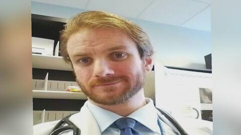 Investigan a un médico de Los Ángeles acusado de enviar material sexual a una menor