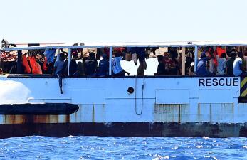 En fotos: Un barco con 107 migrantes lleva 17 días varado en el Mediterráneo ante la negativa de Italia de darles puerto