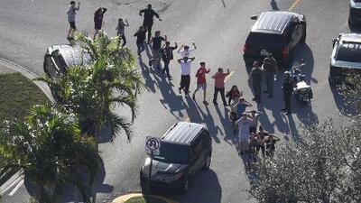 Padres de familia y estudiantes de Houston manifiestan su preocupación tras el tiroteo de Parkland