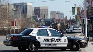 Esperan que niña de 2 años baleada en la cabeza en Newark se recupere de sus heridas: policía