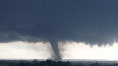 ¿Cómo NWS determina si los daños ocasionados por tormentas fueron por tornados o por vientos en línea recta?