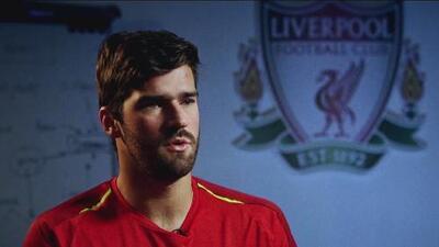Alisson Becker y la responsabilidad que trae el haber costado tanto dinero a Liverpool