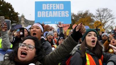 Nueve años después, DACA sigue incierto en medio de promesas de reforma migratoria