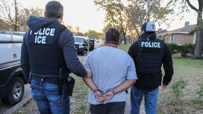 """ICE busca construir instalaciones """"súper realistas"""" para entrenar a sus agentes"""