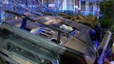 Futbolista del West Ham choca su Lamborghini disfrazado de muñeco de nieve
