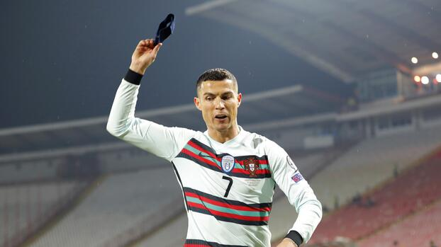 ¡Brazalete de Cristiano Ronaldo se vendió en miles de dólares!