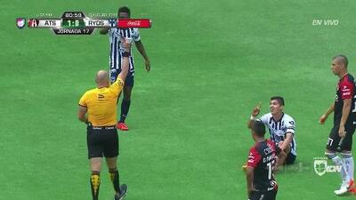 ¡Expulsión! El árbitro saca la roja directa a Ángel Zaldívar