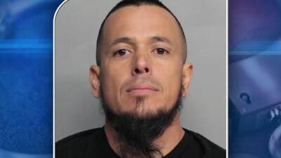 'Miami en un Minuto': autoridades encuentran un gran arsenal en el apartamento de un hispano acusado por amenaza