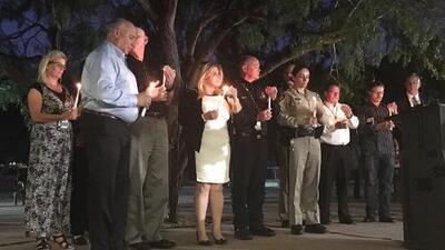 """""""Somos fuertes y no viviremos con miedo"""": lloran por las víctimas de la masacre en Las Vegas"""